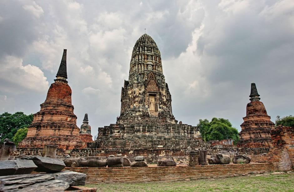 Wat-Ratchaburana-Ayutthaya-Thailand-940x614